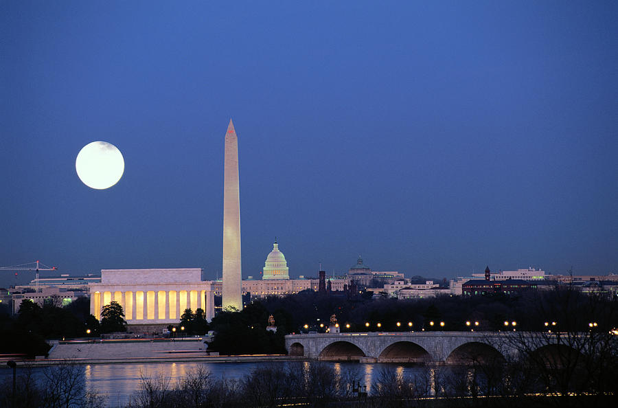 Wahington DC by moonlight